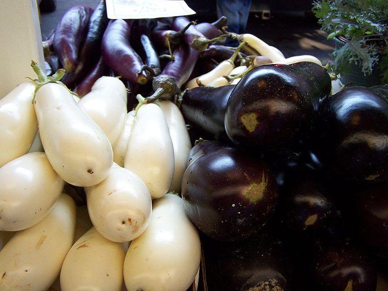 الباذنجان الجنسيه الجنسين 800px-three_types_of_eggplant.jpg